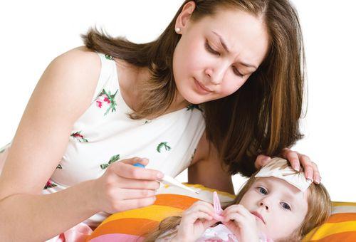 Sốt sau tiêm phòng - dấu hiệu và cách xử lý tại nhà mẹ cần biết