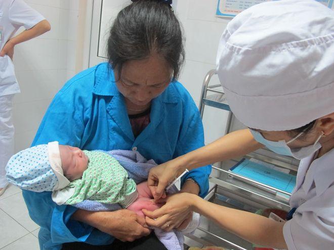 tiêm phòng cho trẻ sơ sinh
