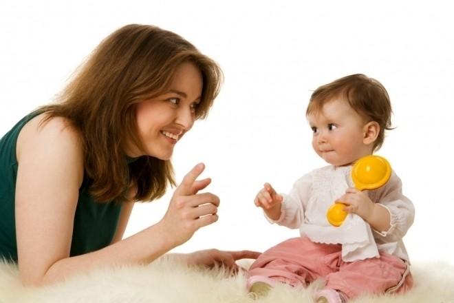 bé nói sớm hay muộn tùy thuộc di truyền và cách mẹ dạy