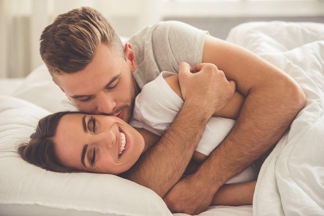 """Chọn đúng ngày rụng trứng để """"yêu"""" sẽ giúp các cặp đôi tăng cơ hội thụ thai."""