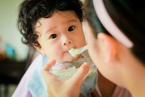 Trẻ 1 tuổi biếng ăn nguyên nhân do đâu mẹ có biết?