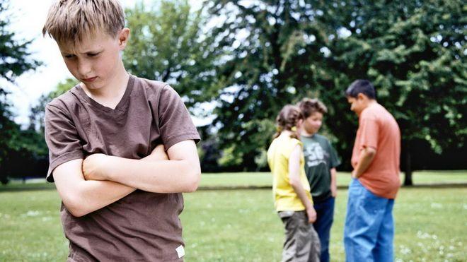 trẻ sợ người khác phê bình