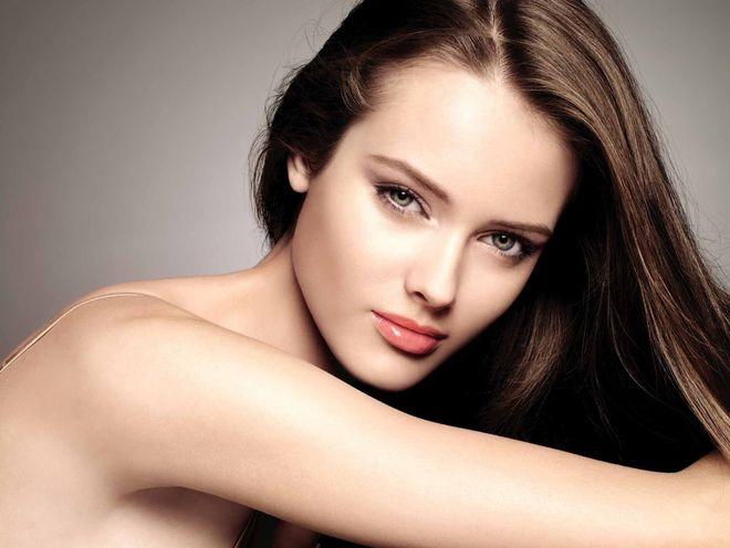 Gương mặt phụ nữ trở nên cân xứng hơn khi họ ở thời gian tiền rụng trứng