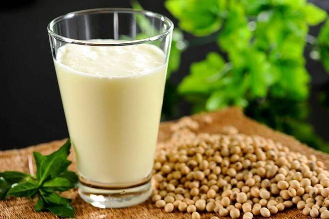 Đậu nành chứa nhiều Isoflavone, có tác dụng gần giống với hormone Estrogen