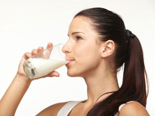 uống 1 ly sữa đầy đủ chất béo mỗi ngày sẽ giúp giảm 25% nguy cơ vô sinh so với những người không uống sữa