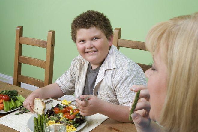 chế độ ăn uống của trẻ béo phì