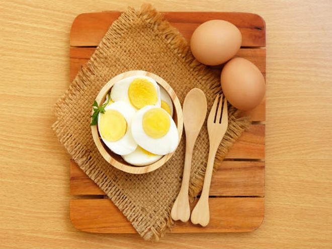 dĩa trứng luộc
