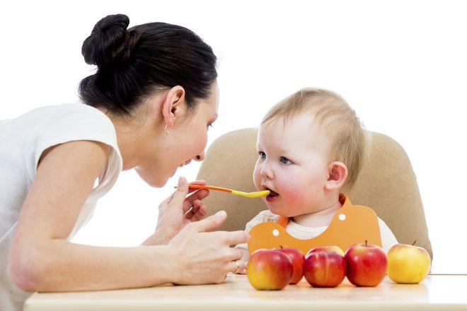 thực đơn dinh dưỡng hàng ngày cho bé 1 tuổi