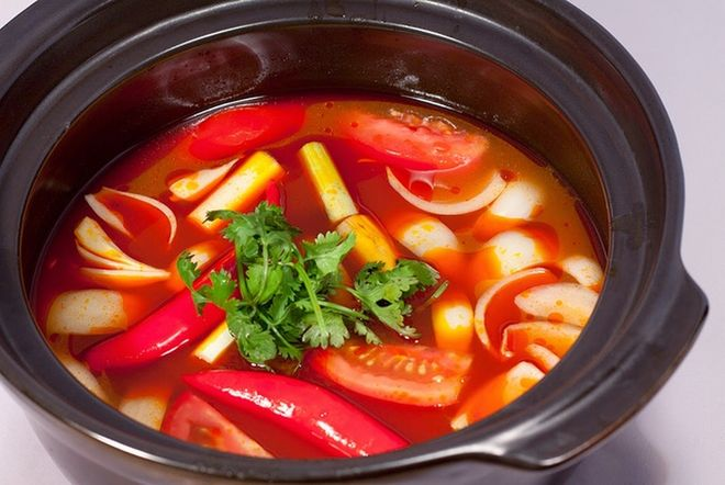xào cà chua cho vào nước dùng