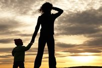Mẹ đơn thân và muôn vàn những khó khăn phải đối mặt