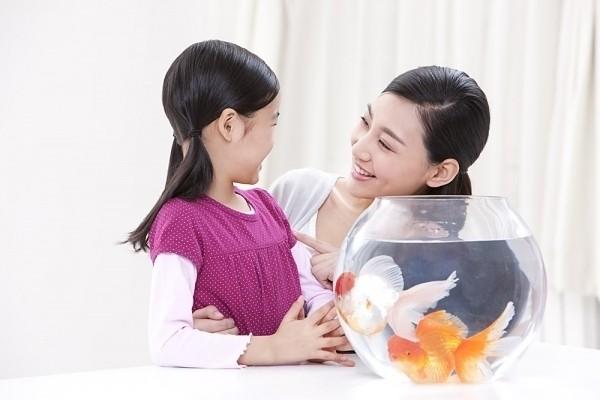Bố mẹ hãy trò chuyện với trẻ nhiều hơn