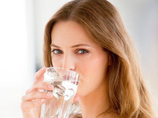 bà bầu uống nước