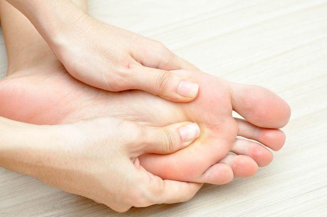 tê chân khi mang thai