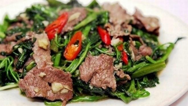 rau muống xào thịt bò ngon