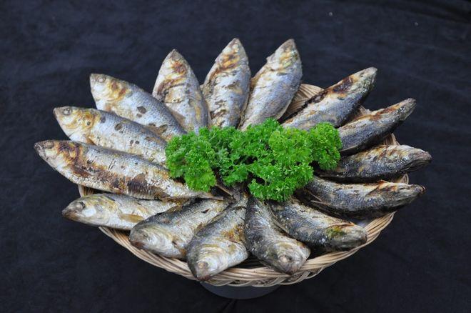 món cá mòi