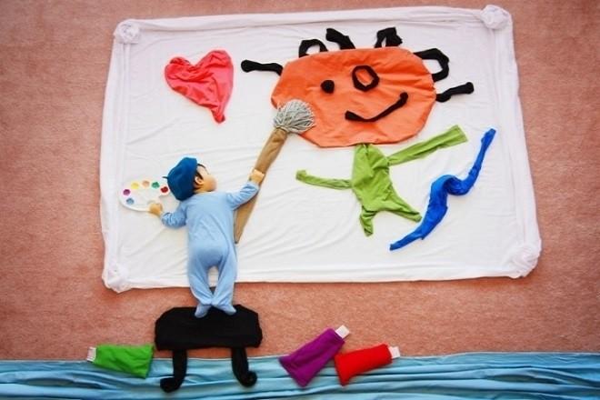 tạo khung cảnh bé đang vẽ tranh khi đang ngủ