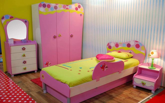 phòng ngủ màu hồng bé gái