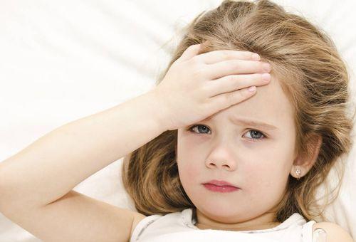 Sốt tay chân lạnh ở trẻ và các cách điều trị phù hợp