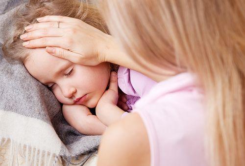 Sốt về chiều và đêm ở trẻ em - nguyên nhân dấu hiệu và cách điều trị hiệu quả