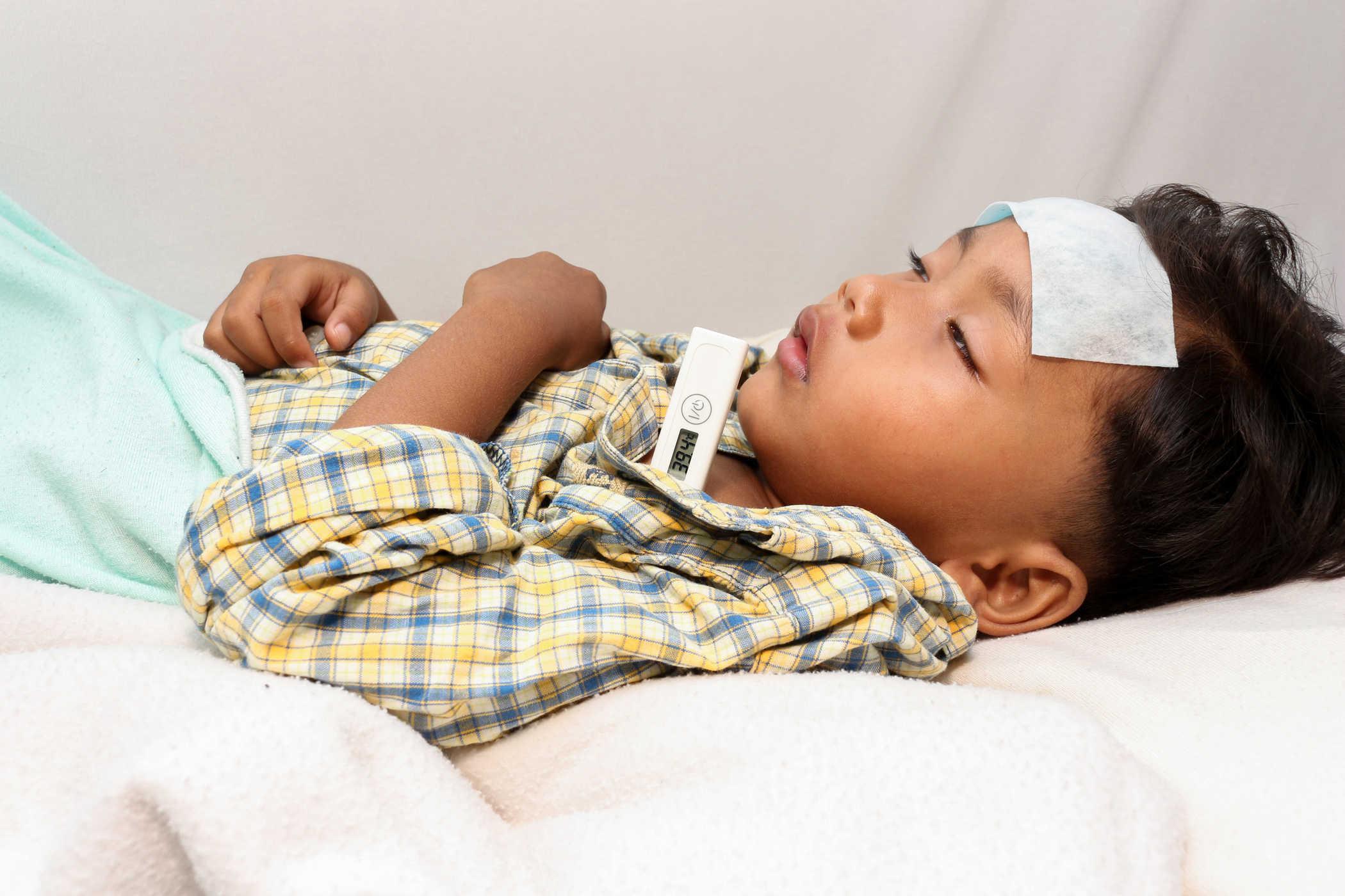 nguyên nhân hay nên sốt ở trẻ
