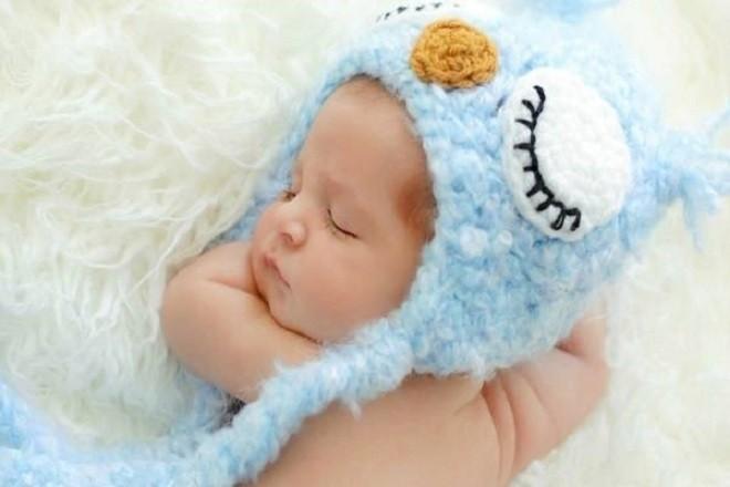 trẻ 2 tháng tuổi nằm ngủ ngon