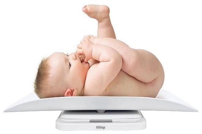 cân nặng chuẩn của trẻ 9 tháng tuổi là khi không mặc áo quần