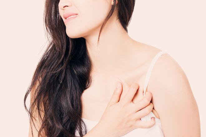 Ngực nhạy cảm là dấu hiệu cho biết ngày rụng trứng
