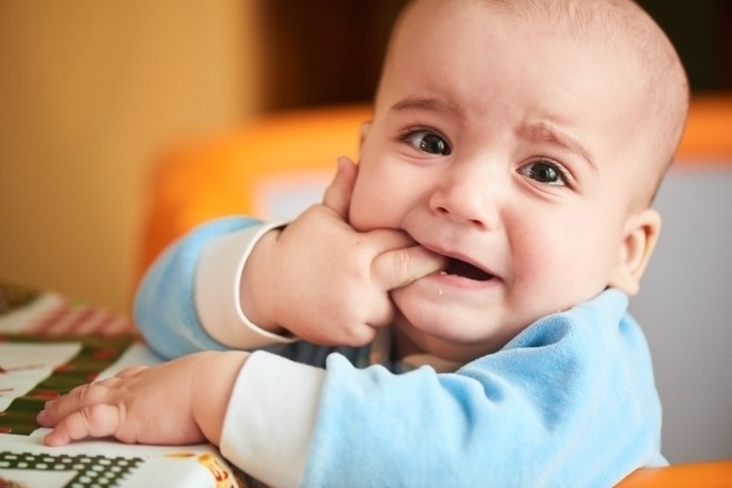 bé 9 tháng tuổi không chịu bú do mọc răng