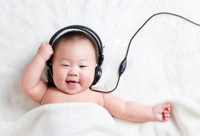 cho bé nghe nhạc giúp bé ngủ ngon