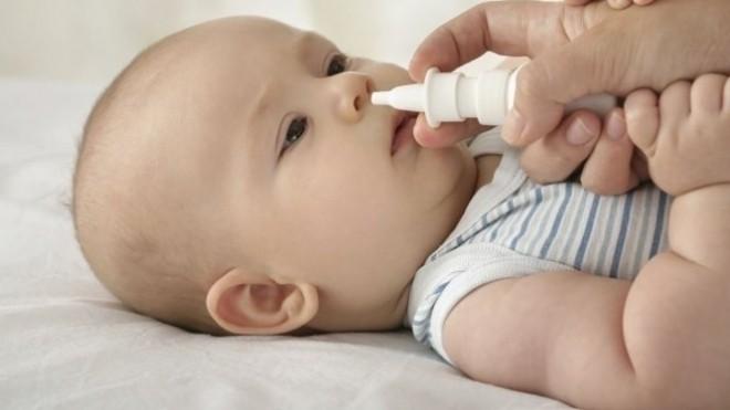 không tự ý dùng kháng sinh khi bé bị ngạt mũi lâu ngày