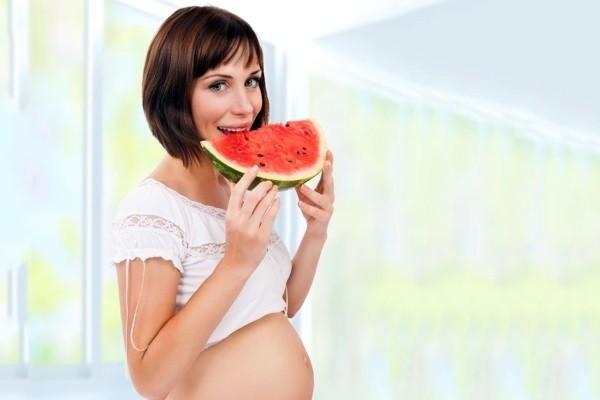 bà bầu ăn dưa hấu