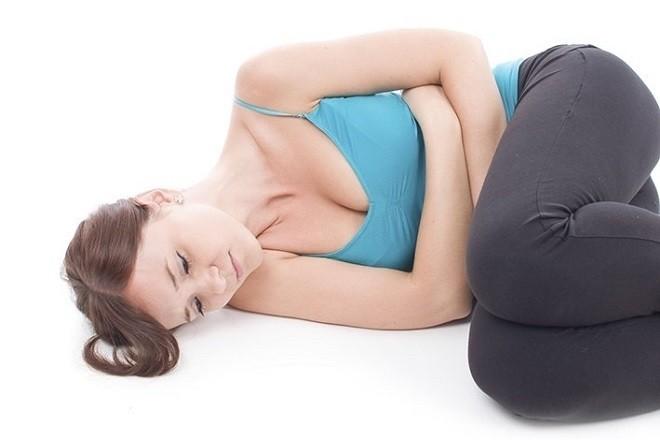 phá thai bằng thuốc có thể gây đau bụng
