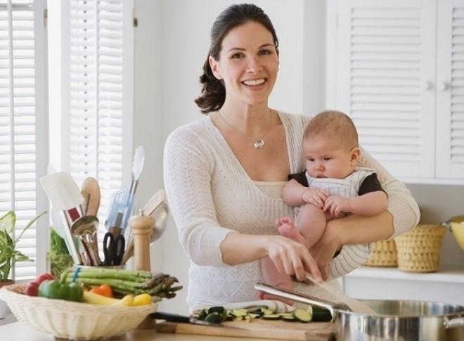 kiểm soát chế độ ăn để phòng tránh bé đi ngoài nhiều lần