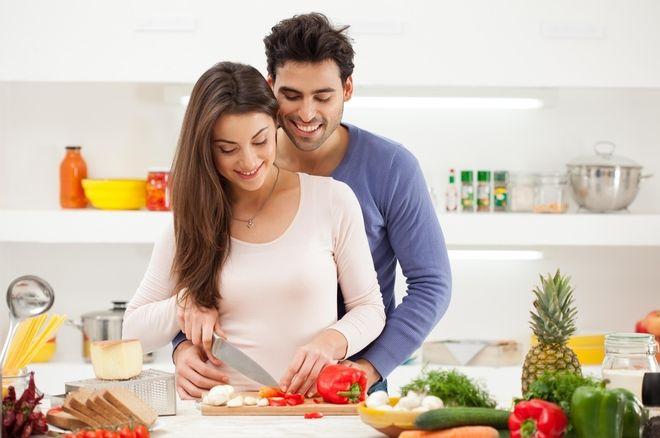 cả hai vợ chồng nên thực hiện chế độ dinh dưỡng đầy đủ các chất có lợi cho sức khỏe sinh sản