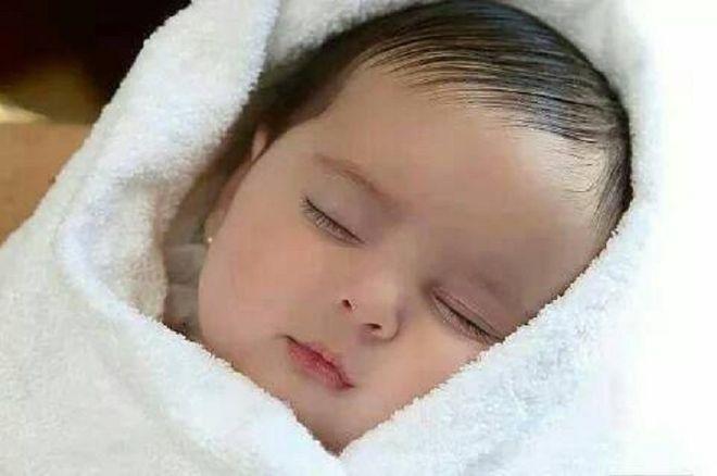 cách chăm sóc trẻ sơ sinh tốt là quan sát bé hằng ngày
