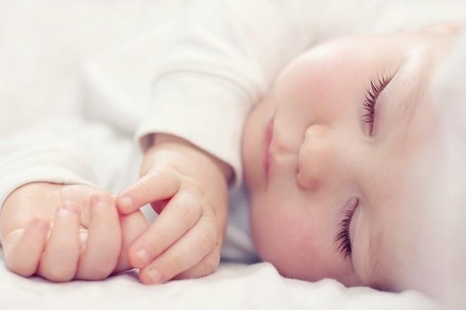 trẻ sơ sinh nằm ngủ