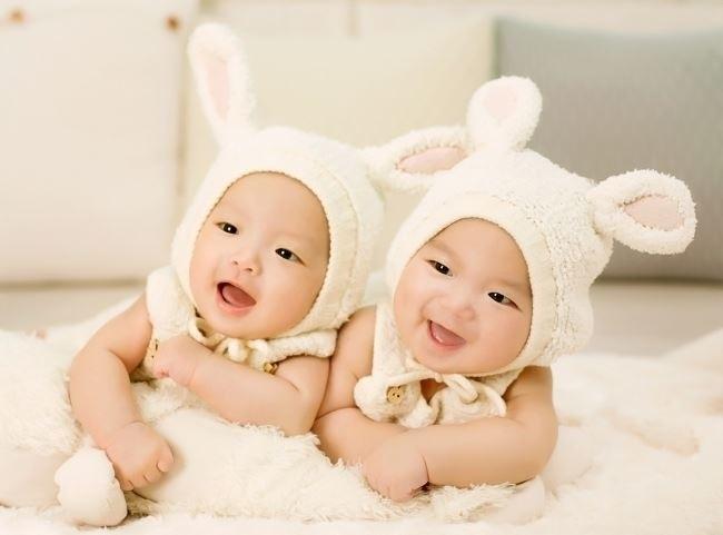 trẻ sơ sinh phát triển khỏe mạnh