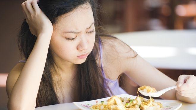 cả 2 dấu hiệu đều có biểu hiện chán ăn