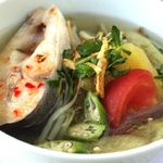 Cách nấu canh chua cá lóc ngọt mát bình dân cho những ngày nắng nóng