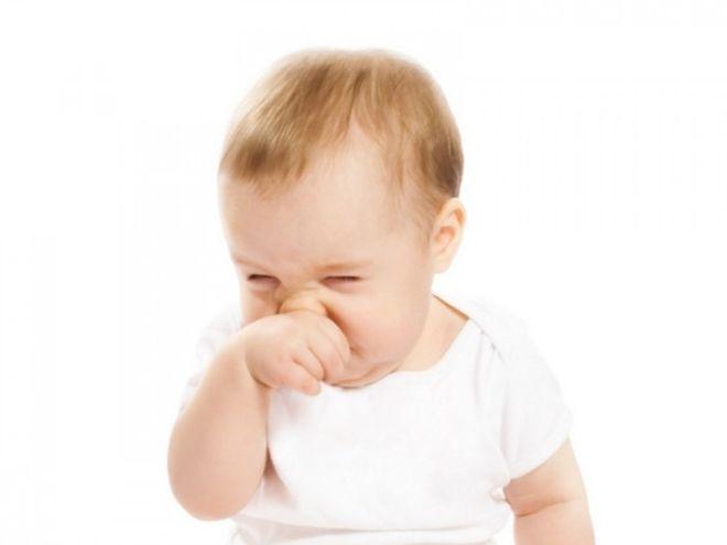 trẻ sơ sinh bị sổ mũi