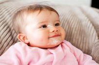 Trẻ 4 tháng biết làm gì và những điều mẹ nên lưu ý