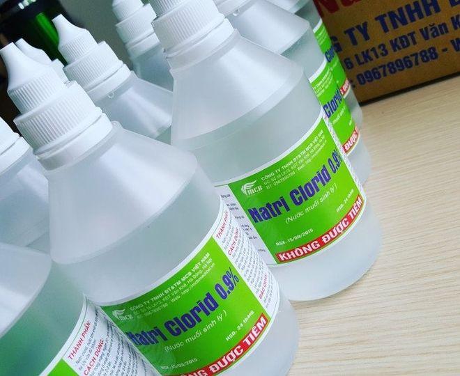 nước muối sinh lý vệ sinh mũi cho trẻ sơ sinh