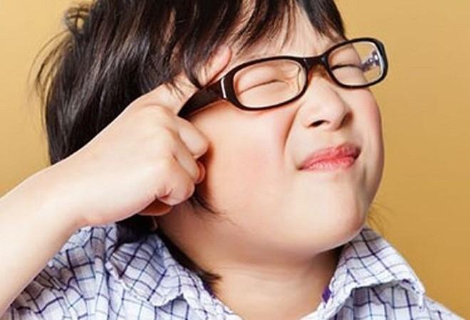 Cận thị là một tật khúc xạ rất dễ gặp ở trẻ em lứa tuổi học đường