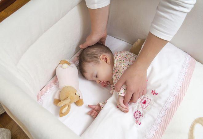 cho trẻ ngủ riêng