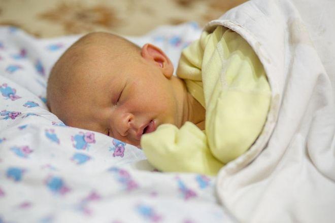 trẻ sơ sinh ngủ say giấc