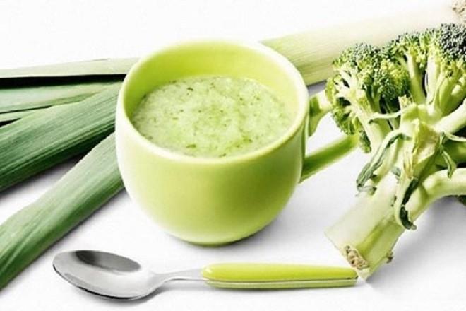 bột ăn dặm thịt gà và rau cải xanh
