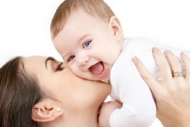 khi trẻ lớn mẹ có thể bồng bé dễ dàng hơn