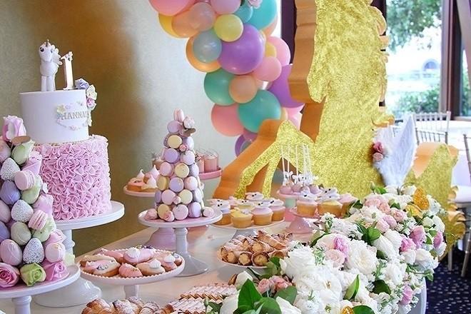 bánh ngọt trong ngày sinh nhật