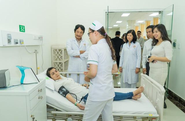 Bác sĩ Việt Nam có thể giao tiếp và nắm rõ bệnh lý của bệnh nhân Việt Nam hơn