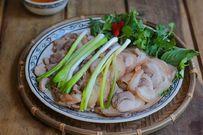Cách luộc thịt chân giò ngon với da giòn sần sật cho bữa cơm gia đình